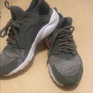 Nike army green air huarache